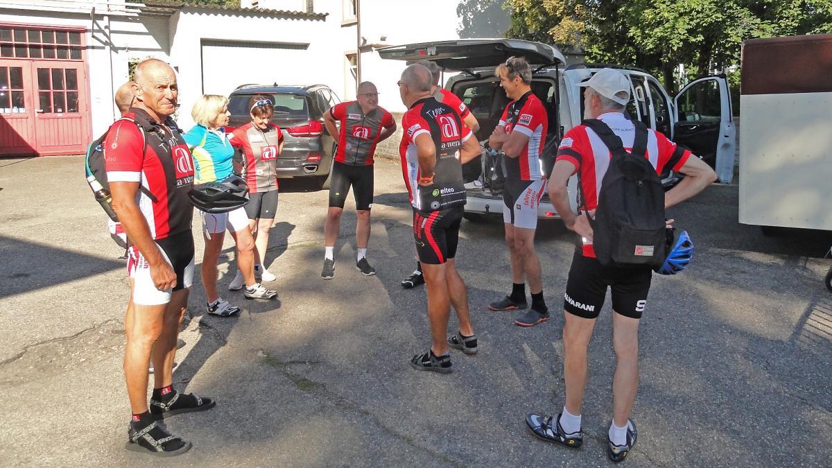 10 a-werk'ler auf dem Weg zur 5. Etappe der Tour d' France