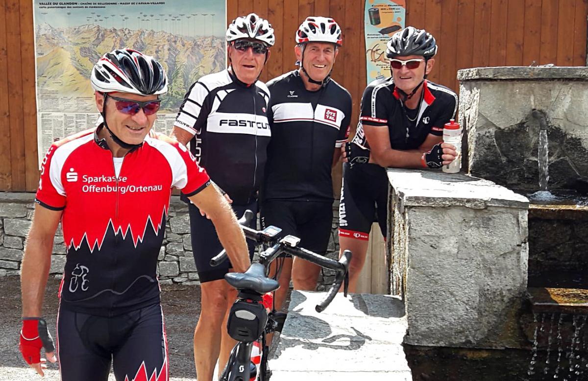 Auf dem Weg zum Col du Glandon werden die Wasserflaschen mit bestem Gebirgswasser gefüllt